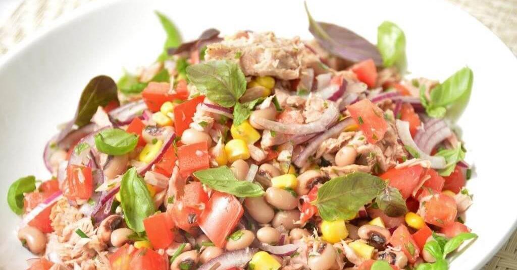 Salada de feijão com atum